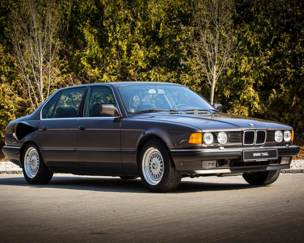 "Who Remembers the V16-powered BMW 750iL ""Goldfisch""?"