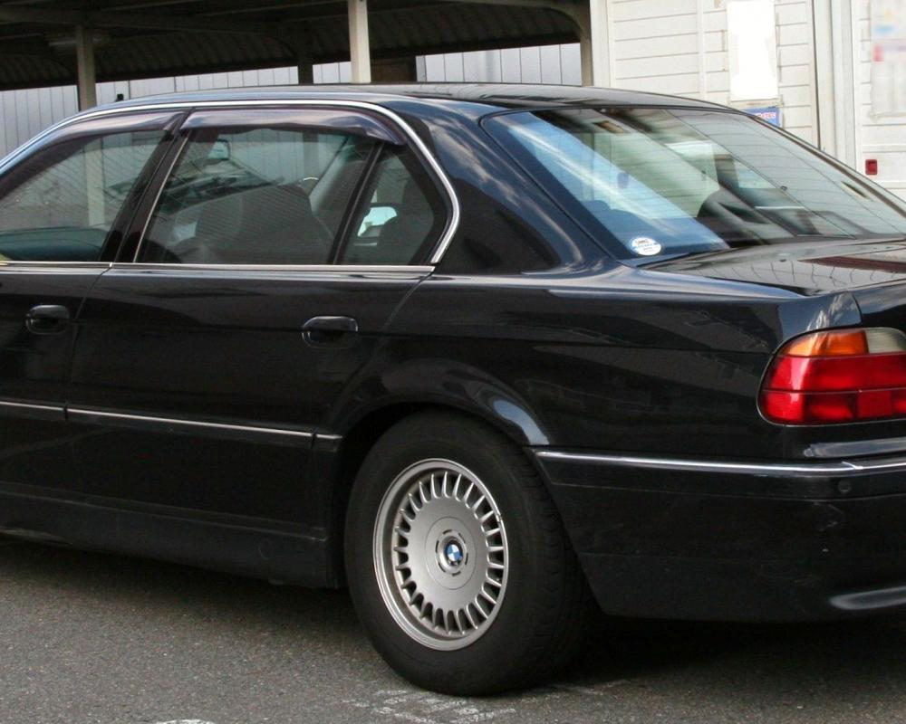 File:BMW 750iL rear.jpg - Wikimedia Commons