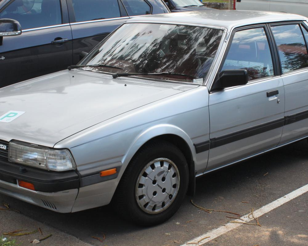 File:1985 Mazda 626 (GC Series 2) Super Deluxe sedan (25041581313 ...