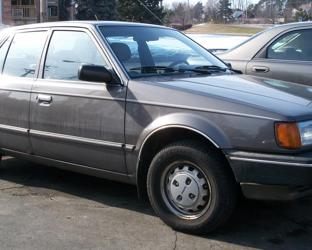 File:Mazda 323 sedan.jpg - Wikimedia Commons