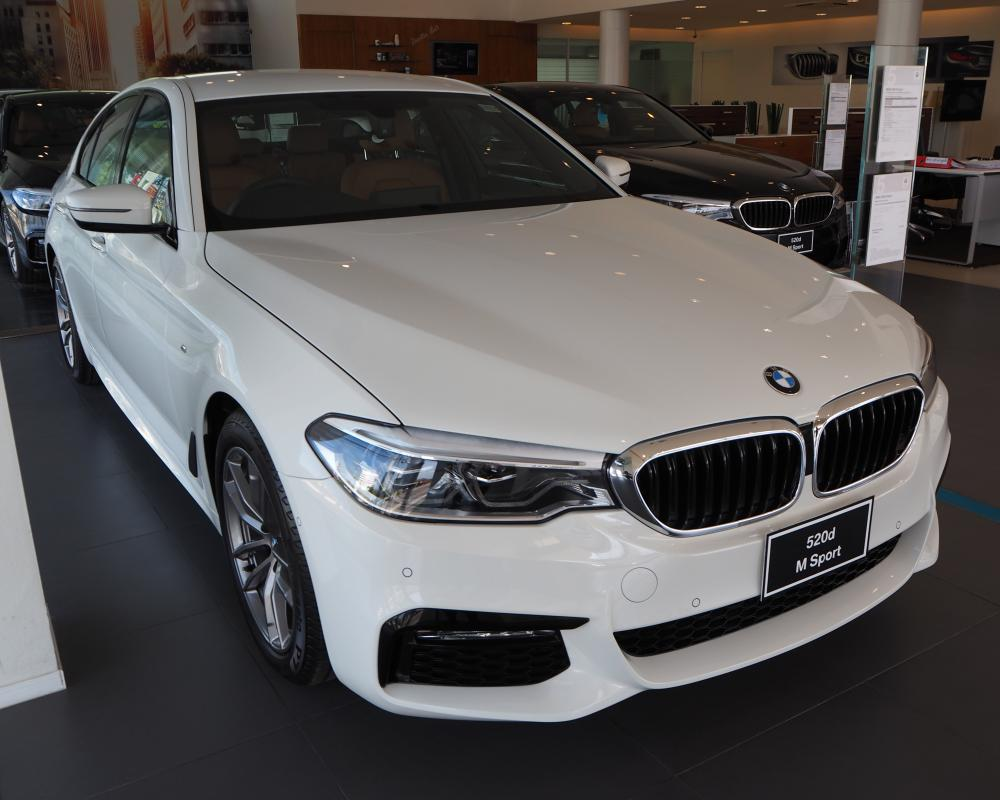 File:2018 BMW 5-Series 520d M Sport.jpg - Wikimedia Commons
