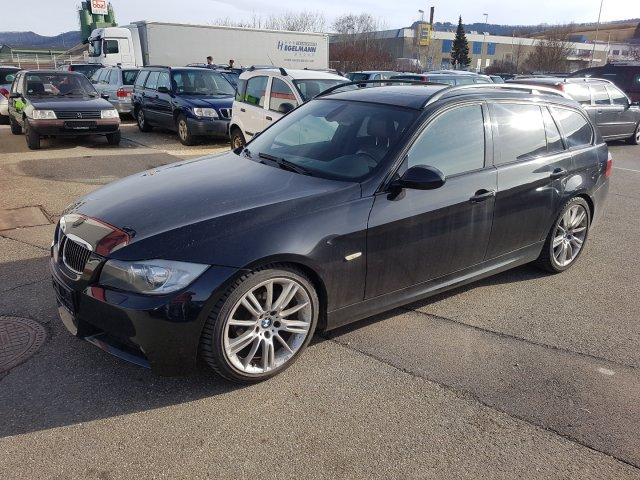 BMW 325 i Touring*Panorama*M-Paket*Automatik*Xenon* used buy in ...