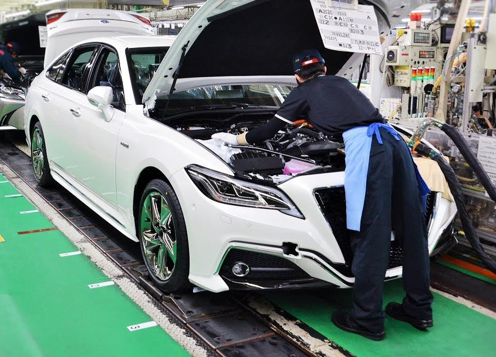 Toyota Crown Production - YouTube