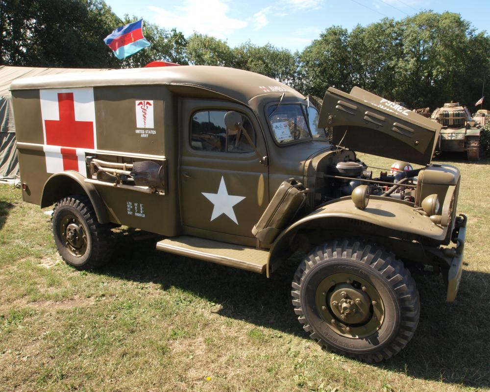 File:Dodge WC54 Field Ambulance (1943) (owner Glen Rummery) pic1 ...
