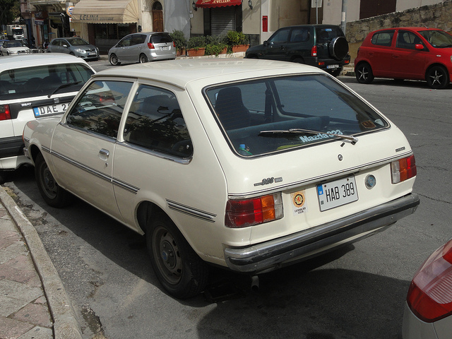 Images for > Mazda 323 1300