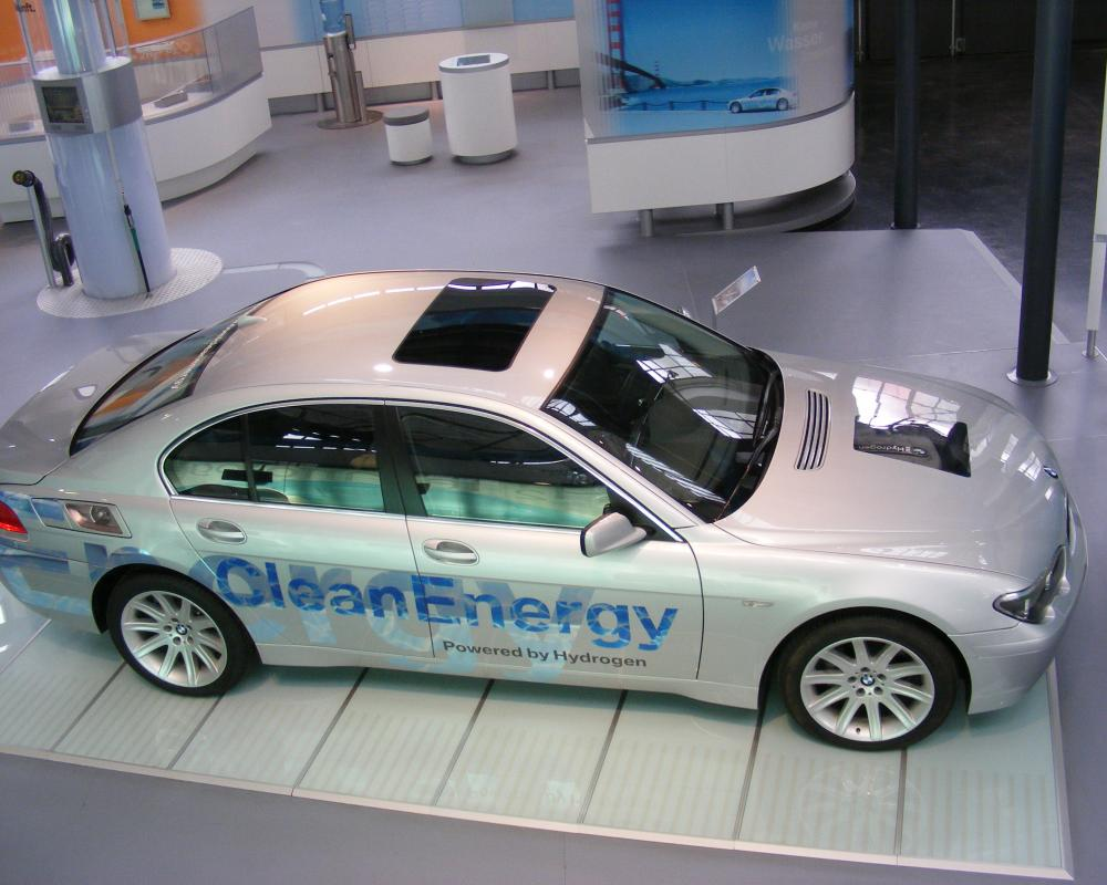 File:BMW Hydrogen 7 CleanEnergy car seen from above ...
